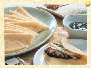 中国風クレープの鶏肉包み