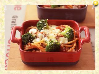 スパゲッティとブロッコリーのミートソースグラタン
