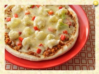 カリフラワーとカレーミートソースのピザ
