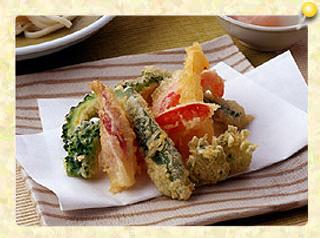 夏野菜の天ぷらと冷やし讃岐うどん