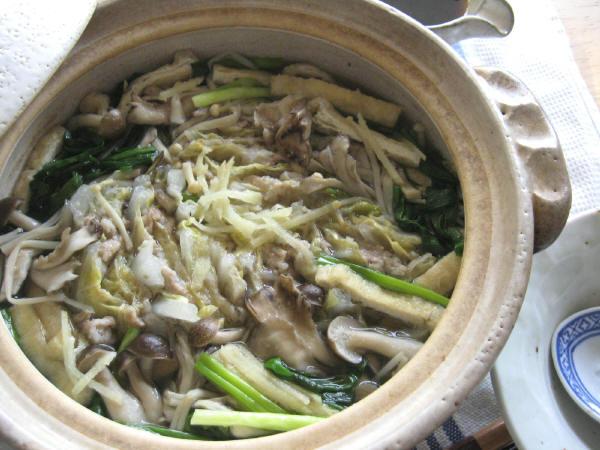 白菜と豚肉ときのこの土鍋蒸し