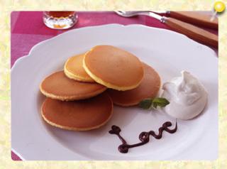 カフェオレ味とプレーン味のミニホットケーキ