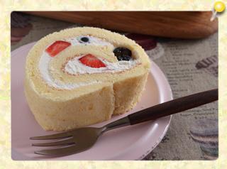 ベリーのスイートロールケーキ