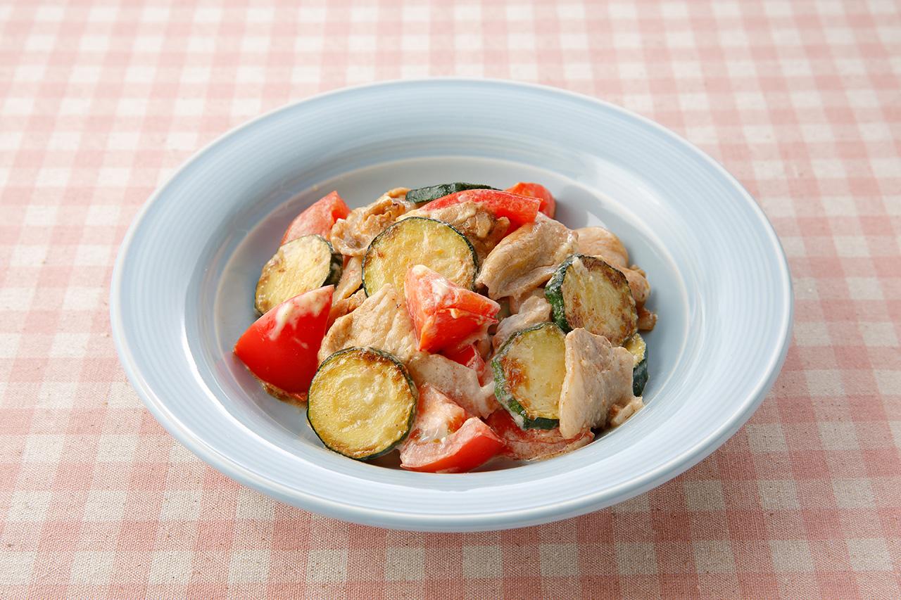 ズッキーニと豚肉とトマトのマヨ炒め